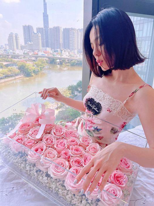Chúc phụ nữ chúng mình,ai ai cũng là bông hoa đẹp nhất ngày hôm nay,được yêu thương thật nhiều,nâng niu thật nhiều