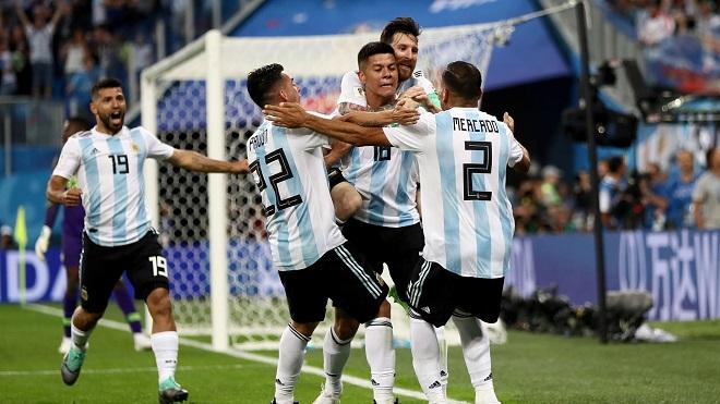 Ấn tượng World Cup: Argentina vượt khó trong giông bão