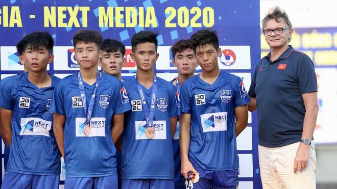'Phù thủy trắng' Troussier gọi 40 cầu thủ lên U17 Việt Nam