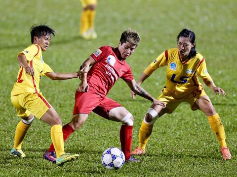 Các cô gái Phong Phú Hà Nam đã vươn lên vị trí thứ 3 của chính TP.HCM 1 sau chiến thắng 1-0 trước TP.HCM 2 chiều 13/9. Ảnh: Anh Duy