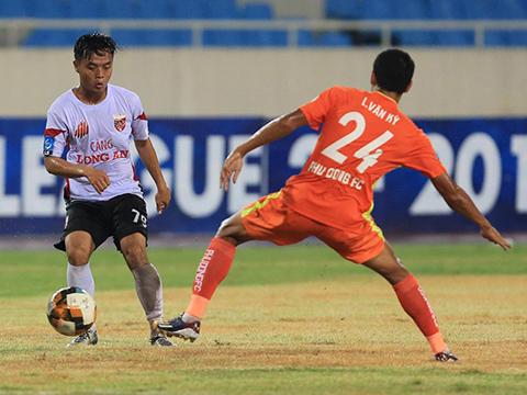 Trận thua này khiến Long An bị đội đầu bảng bỏ xa 14 điểm, trong khi Phù Đổng nhen lại hy vọng trụ hạng. Ảnh: VPF