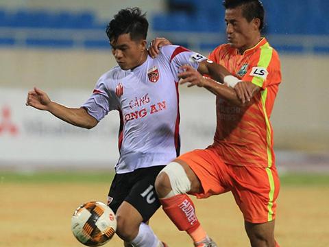 Long An của cựu tuyển thủ U23 Việt Nam Tấn Tài thua Phù Đổng 1-2 tối 15/7. Ảnh: VPF
