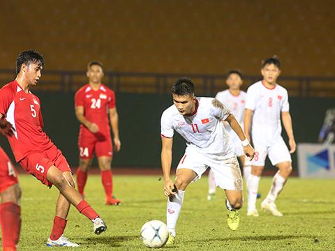 U18 Việt Nam đang xếp thứ 3 bảng B khi kém U18 Malaysia về hiệu số. Ảnh: VFF