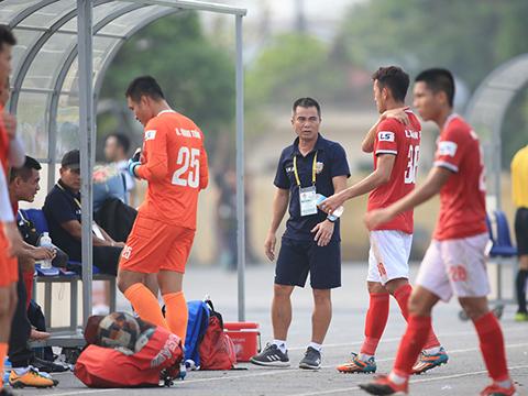 HLV Phạm Minh Đức cùng các học trò sẽ vô địch sớm 2 vòng đấu nếu đánh bại F.Tây Ninh trên sân nhà vòng 20 tuần tới. Ảnh: VPF