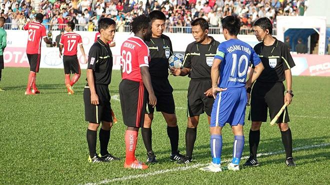 Năm 2015, HAGL đã gặp Đồng Nai ở Biên Hòa dưới sự điều hành của trọng tài Malaysia. Ảnh: Báo Thanh niên