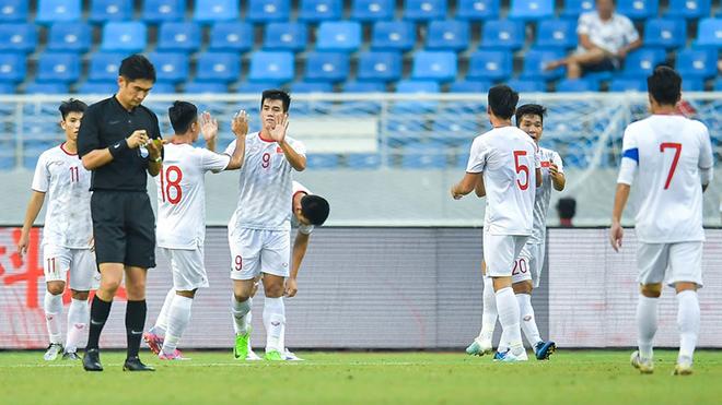 Tiến Linh lập cú đúp bàn thắng vào lưới U22 Trung Quốc chiều 8-9. Ảnh: Next Sport