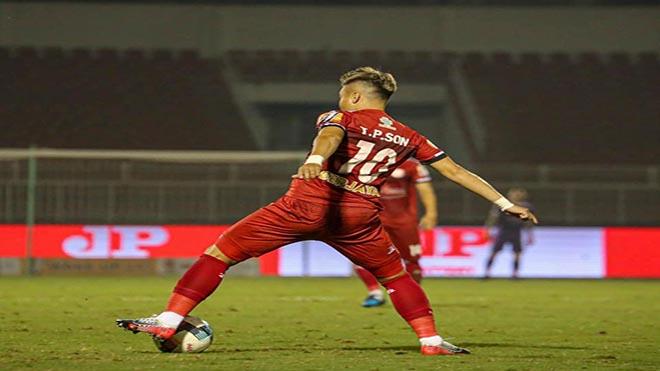 """""""Ronaldo"""" xứ Nghệ có thể được ra sân ở trận bán kết Cúp QG tuần tới. Ảnh: TPHCM"""
