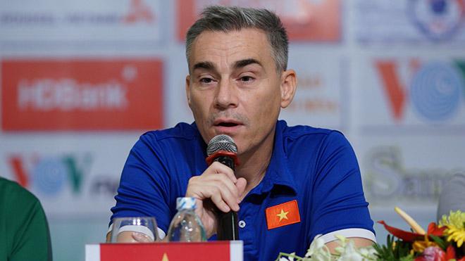 HLV Miguel Rodrigo đang giúp futsal Việt Nam đi đúng hướng