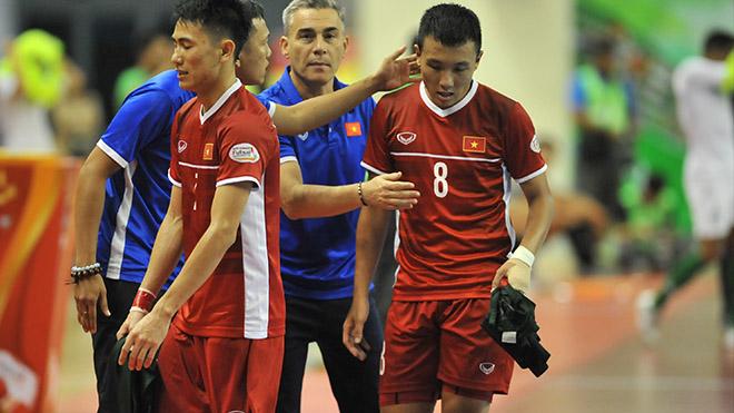 Thầy trò HLV Miguel Rodrio tiếc nuối sau trận hòa Indonesia nhưng vẫn có quyền tự quyết khi được thi đấu sau