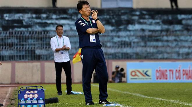 Ông thầy người Hàn Quốc rất biết khai thác tiềm năng của học trò và đọc trận đấu. Ảnh: TPHCM