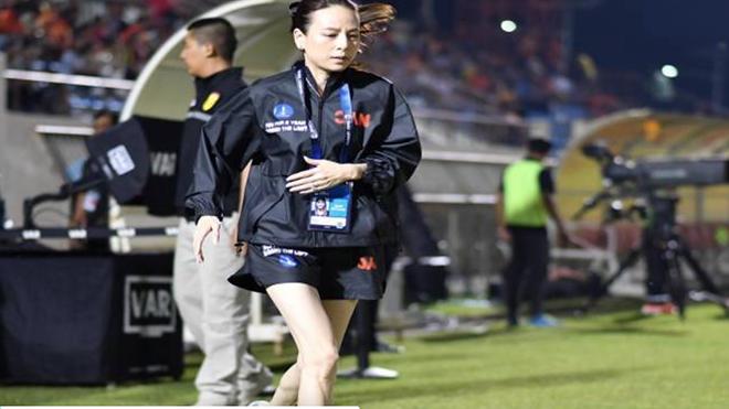 """""""Bà đầm thép Madame Paeng"""" nối tiếng của bóng đá Thái Lan"""