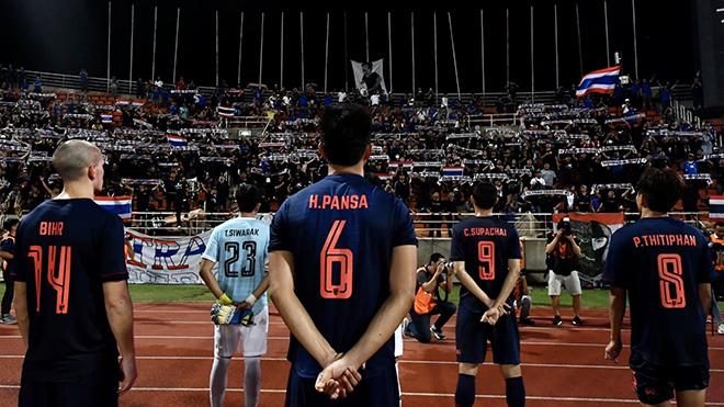 """Cầu thủ bóng đá Thái Lan đã """"phát ốm"""" vì ở nhà dài hạn"""