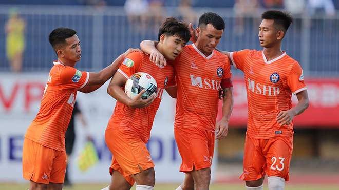 Đức Chinh đã sớm phải ra sân khiến hàng công SHB Đà Nẵng gặp vấn đề khi đối diện TP.HCM ở vòng 1-8 Cúp QG tối 30-5. Ảnh: VPF