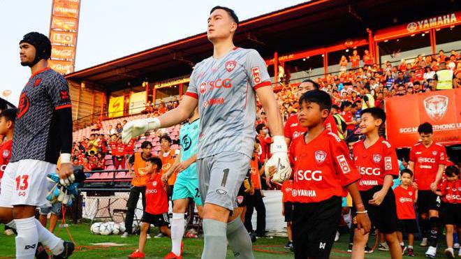 Văn Lâm cùng các đồng nghiệp sẽ phải thi đấu trở lại để trả quyền lợi cho nhà Đài True Visions. Ảnh: Muangthong United