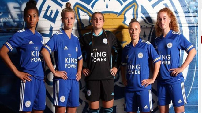 Cầu thủ nữ Leicester City trong lễ ra mắt