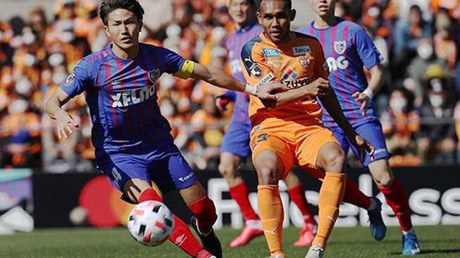 Đội bóng của HLV Dusit đã ra giá gần 18 tỷ đồng để Dangda có thể về Thái Lan chơi bóng trở lại