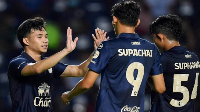 Bộ ba tuyển thủ Thái Lan trong màu áo Buriram United hứa hẹn sẽ có cơ hội ở lại Leicester City