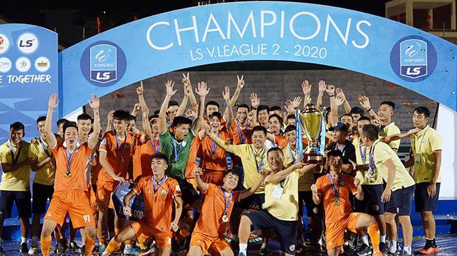 Bình Định chính thức nhận vé duy nhất lên hạng V-League 2021 vào chiều 31-10 trên sân Quy Nhơn sau 12 năm xa sân cỏ cao nhất Việt Nam. Ảnh: Anh Linh