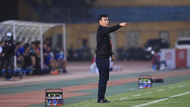 HLV Phan Thanh Hùng bất ngờ chia tay B.Bình Dương