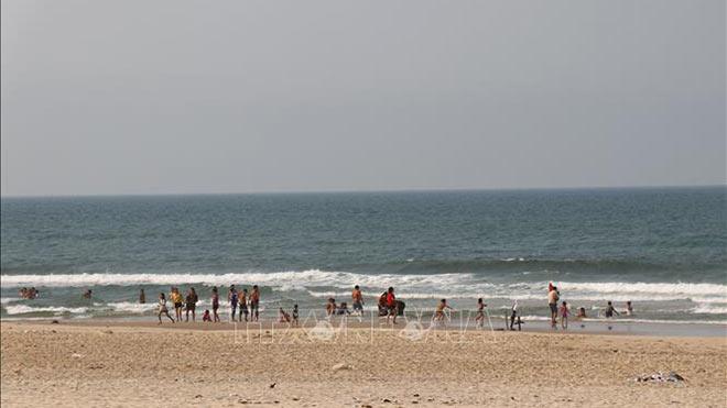 Tìm thấy thi thể hai du khách mất tích khi tắm biển tại Bình Thuận