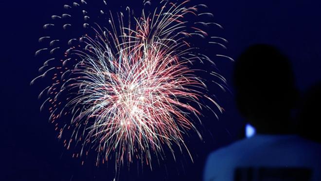 Pháo hoa thắp sáng bầu trời Nhật Bản để cổ vũ tinh thần chống dịch COVID-19