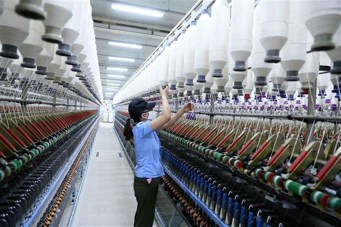 AMRO nhận định kinh tế Việt Nam sẽ tăng trưởng 7% trong năm 2021, GDP 2021