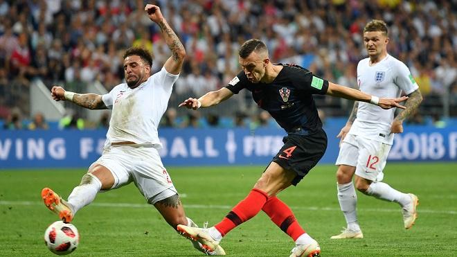 Arsene Wenger nói đúng, Kyle Walker là mắt xích yếu nhất của tuyển Anh