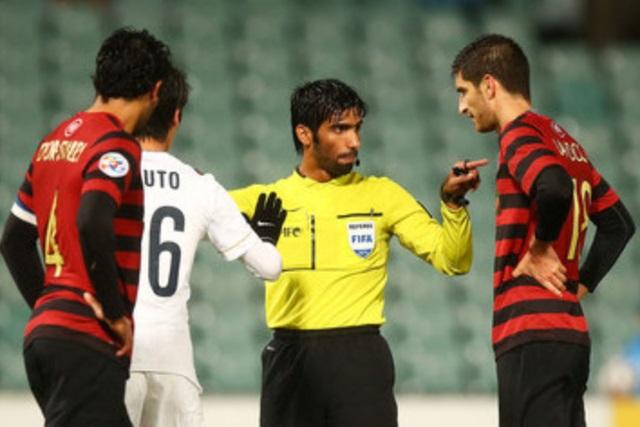 Trọng tài bắt trận Việt Nam vs Qatar từng rút thẻ với Quang Hải
