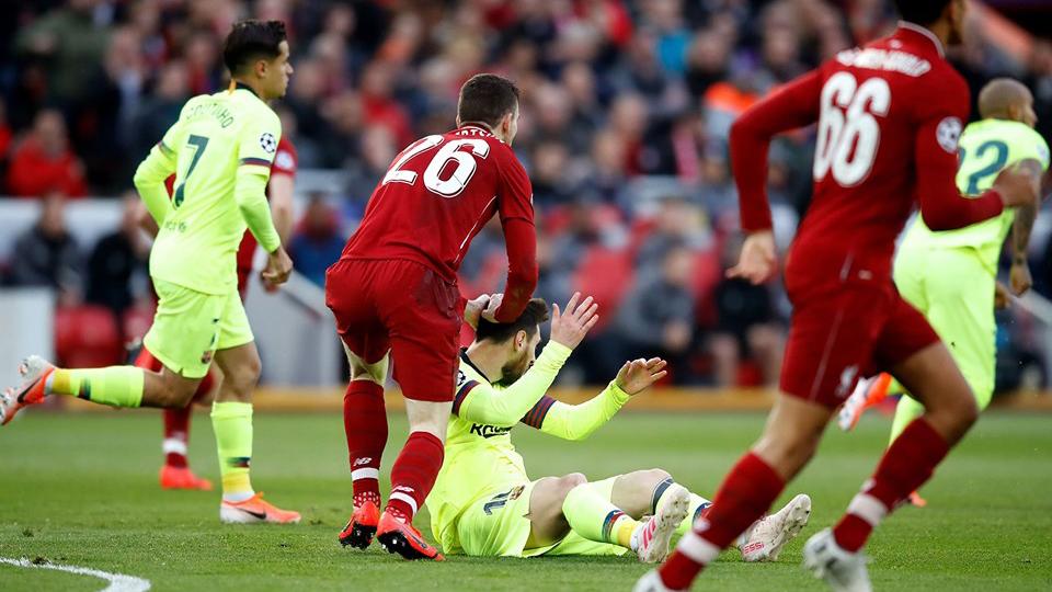 Liverpool 4-0 Barca: Fan Liverpool thích thú khi Robertson ấn đầu, dằn mặt Messi