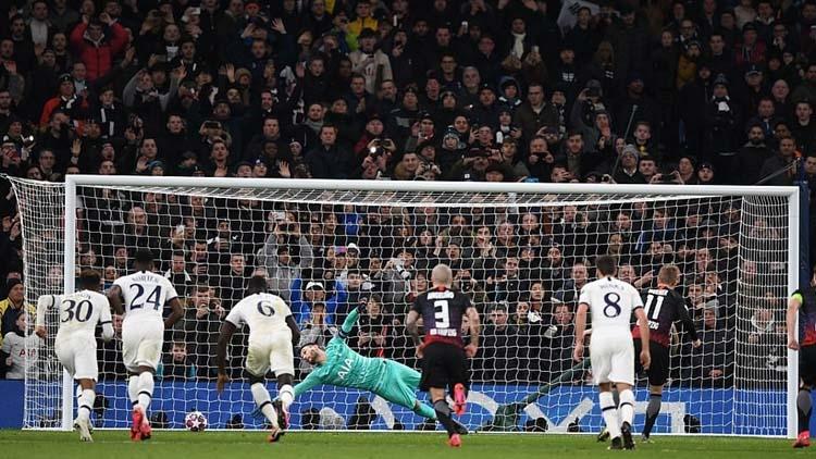 Bóng đá hôm nay 20/2: Tottenham nhận trái đắng ở C1. Fernandes được so sánh với Scholes