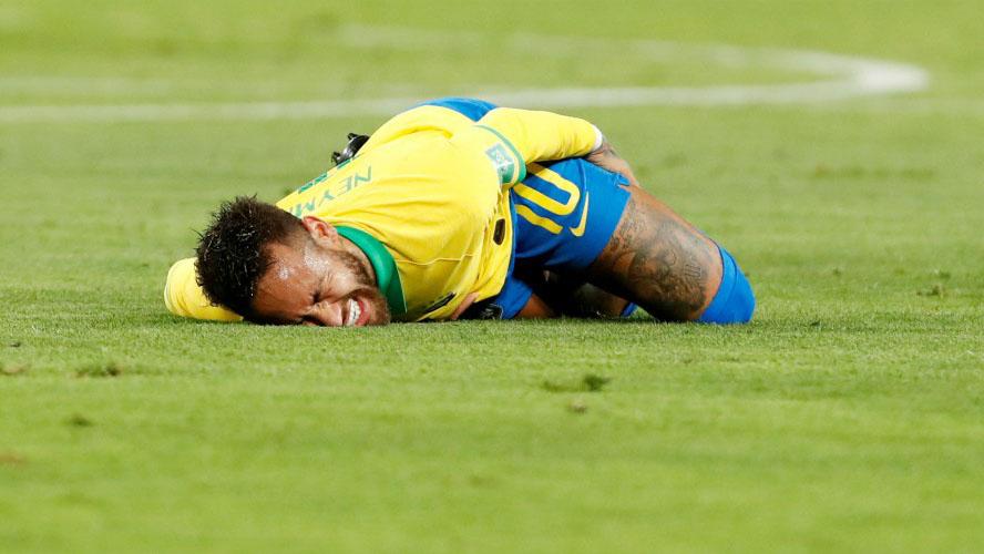 Neymar bị gọi là 'gã hề' vì chuyên ăn vạ để kiếm phạt đền