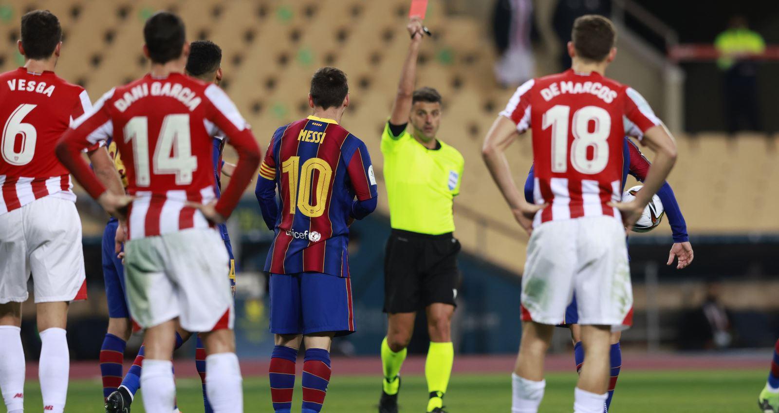 Messi, Messi nhận thẻ đỏ đầu tiên, Barcelona vs Bilbao, Siêu cúp Tây Ban Nha, Lionel Messi, Messi nhận thẻ đỏ, Messi đánh nguội, Barcelona, kết quả siêu cúp Tây Ban Nha