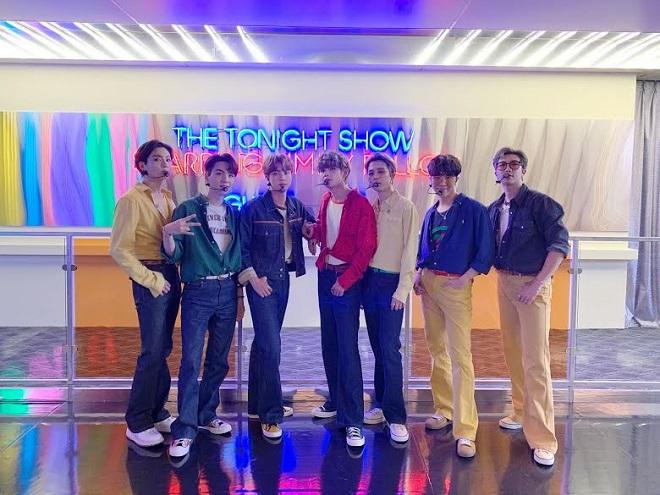 BTS, V, J-Hope, ARMY, BTS thành viên, BTS tin tức, Dynamite, BTS YouTube, BTS The Tonight Show, Jimmy Fallon
