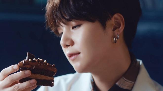 Suga BTS hóa chàng đầu bếp cực điển trai trong video mới