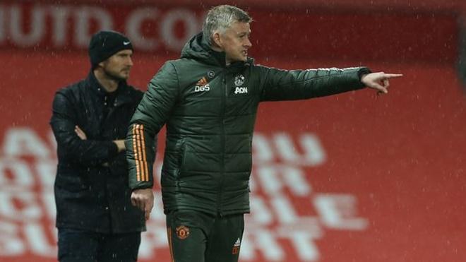 ĐIỂM NHẤN MU 0-0 Chelsea: Solskjaer lại bỏ rơi Van de Beek. Mendy đáng đồng tiền bát gạo