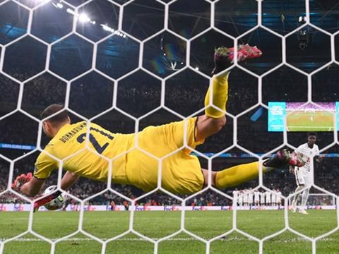 Ý vô địch EURO 2021: Trên đôi tay vàng và cái đầu lạnh của Donnarumma