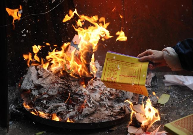 Hòa thượng Thích Thanh Nhiễu: 'Đốt vàng mã không hề có trong kinh sách Phật giáo'