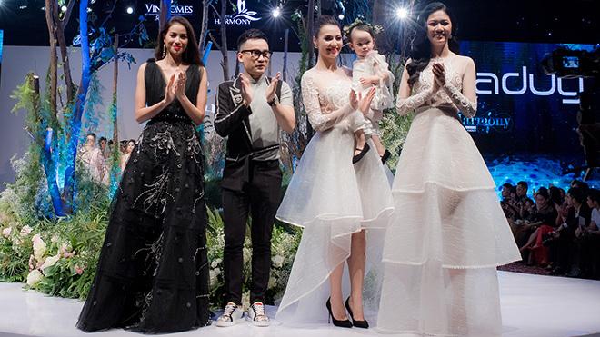 Hồng Quế và con gái làm vedette trong đêm thời trang của NTK Hà Duy