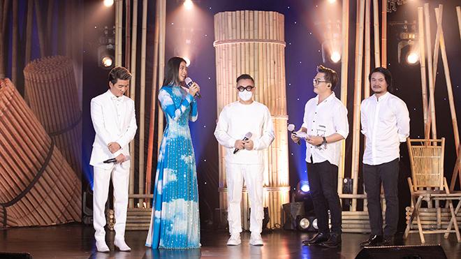 Hoa hậu Tiểu Vy đấu giá áo dài của NTK Nguyễn Công Trí ủng hộ Đà Nẵng chống dịch COVID-19
