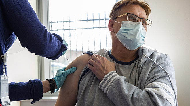 Dịch Covid-19, vaccine của hãng Johnson & Johnson, Mỹ tạm ngừng tiêm vaccine, vaccine AstraZeneca, vaccine Sputnik V, số ca nhiễm ở mỹ, số ca tử vong do covid, tiêm chủng