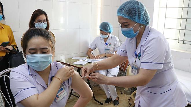 Việt Nam đã có 67.789 người được tiêm chủng vaccine Covid-19