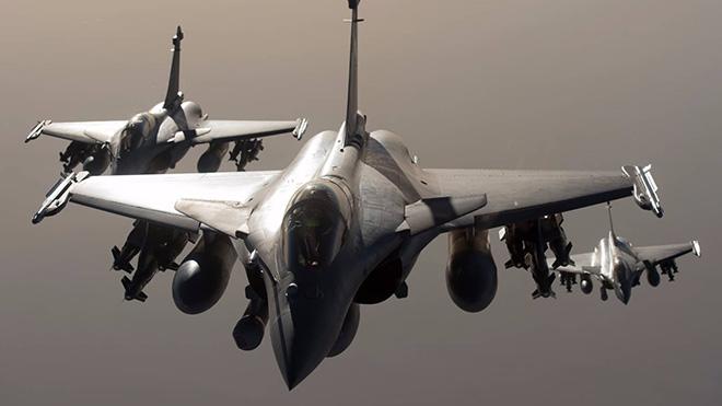 Đội hình bay của không quân Pháp sẵn sàng chia sẻ kinh nghiệm bảo vệ an ninh mạng với Hà Nội