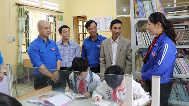 Trao tặng 'Tủ sách khuyến học Đinh Hữu Dư' và khởi động Tháng Thanh niên