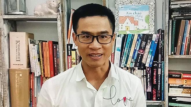Nhà thơ Nguyễn Phong Việt: 'Về nhà đi/ Ở nơi đó có những người sinh ra chúng ta đang mỉm cười'