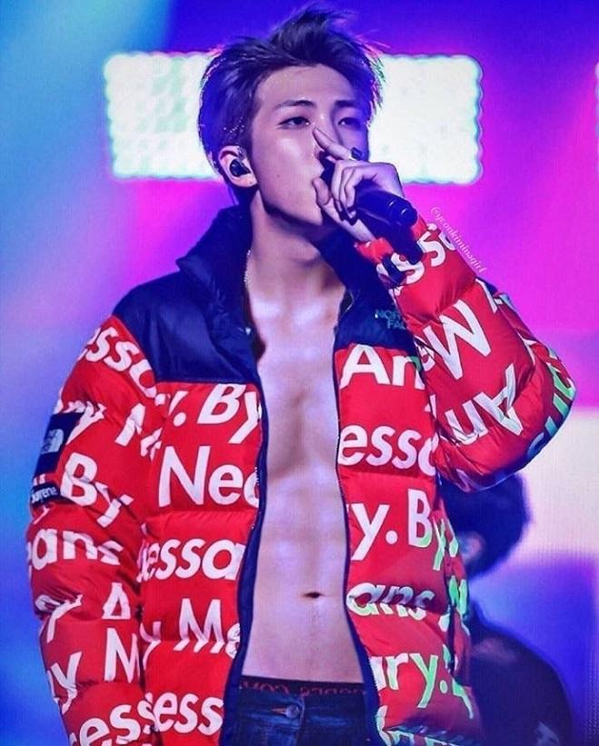 BTS, RM, Jungkook, BTS cơ bụng, Map Of The Soul ON:E, BTS gif, thân hình của jungkook, BTS abs, RM cơ bung, RM abs, Jungkook thân hình sát thủ, BTS jungkook abs