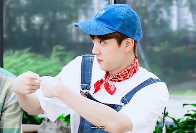 BTS, Jin, Jimin, BTS 2021, BTS hài hước, BTS jin dỗi, thói quen của Jin BTS, Jimin Jin, BTS Jimin, Jin BTS cute, BTS ảnh, BTS gif, BTS video, BTS funny, BTS dỗi nhau