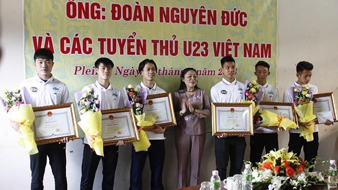 UBND tỉnh Gia Lai tặng bằng khen cho bầu Đức và 6 cầu thủ HAGL
