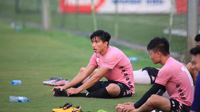 Văn Hậu thể hiện thế nào trong ngày trở lại Hà Nội FC?