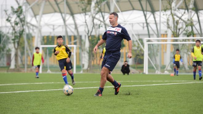 Ryan Giggs vào Nghệ An, Hà Tĩnh phát triển bóng đá học đường