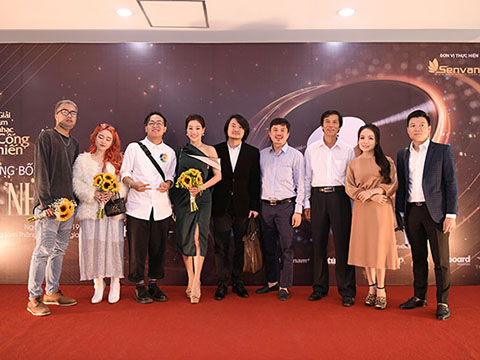 Nhạc sĩ Huy Tuấn, ca sĩ Mỹ Linh, Tùng Dương 'vận động' các nhà báo 'để dành phiếu cho các bạn trẻ'